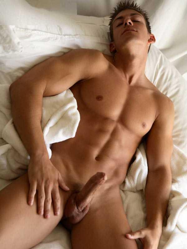 Парень дрочит и голый лежит