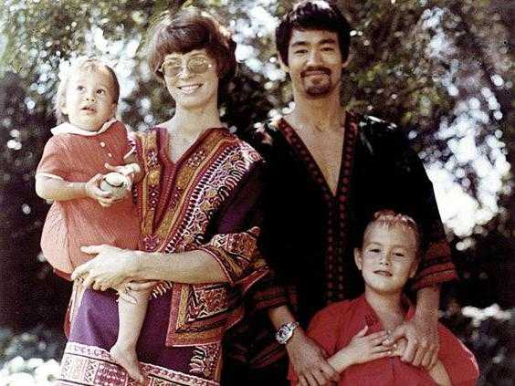 Брюс ли. Брюс Ли: биография, личная жизнь, семья, жена, дети — фото